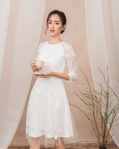 Áo dài cách tân ren hoa hồng phối chân váy